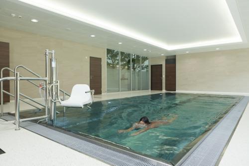 swim-540595 1920